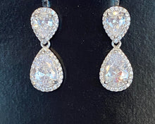 Load image into Gallery viewer, Sparkly Earrings