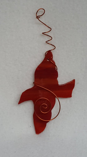 What a lovely bird in flight, the glass color is a blend of reds and oranges. Suncatcher hangs 6.5 inches.