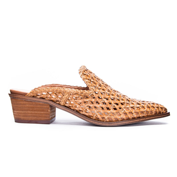 CHINESE LAUNDRY Mayflower Mule - Natural
