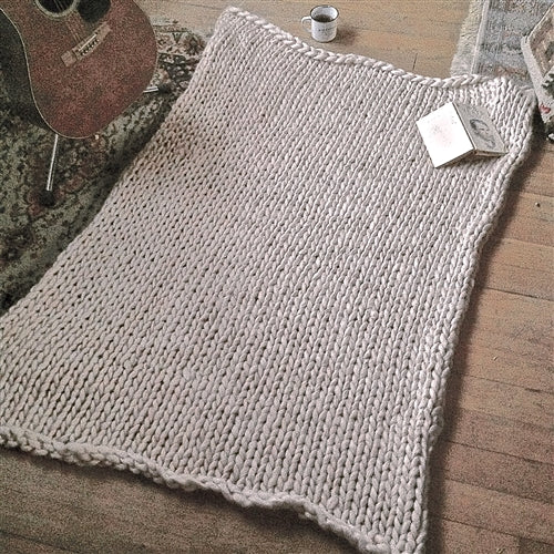 PIKA & BEAR Lodge Chunky Knit Blanket