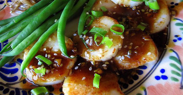 Pan Roasted Scallops with Sesame Sauce