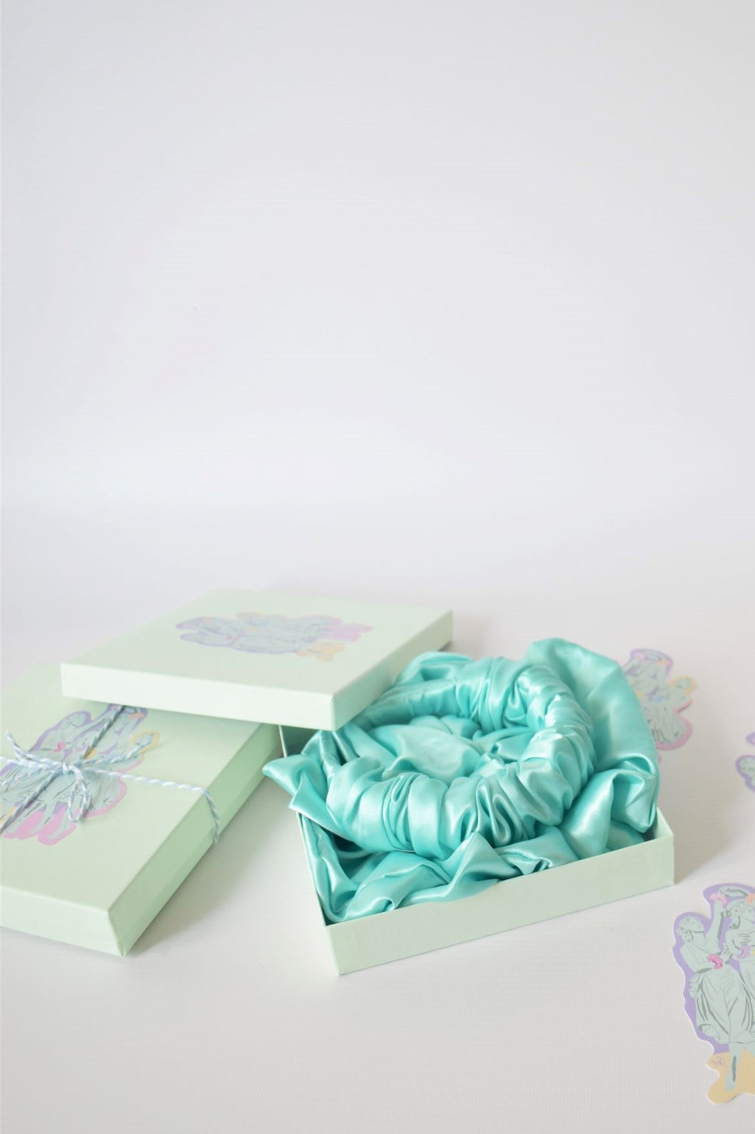 Satin Scrunchie Headband in Wilhelmina Green