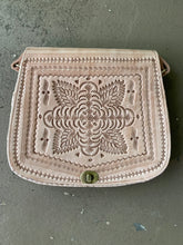 Load image into Gallery viewer, Moroccan Leather Purse: Tan Round