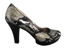 Load image into Gallery viewer, Softt Broadway Natural Snake Skin Heel Size 11