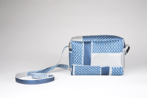 11.108_bag with zip and strap