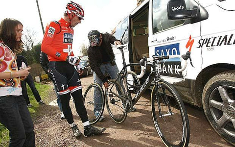 Fabian's mechanic Roger Changing Wheels on the Recon Day (AFP)