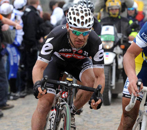 Roger Hammond on way to 4th in 2009 Roubaix (photo from Cyclingweekly.com)