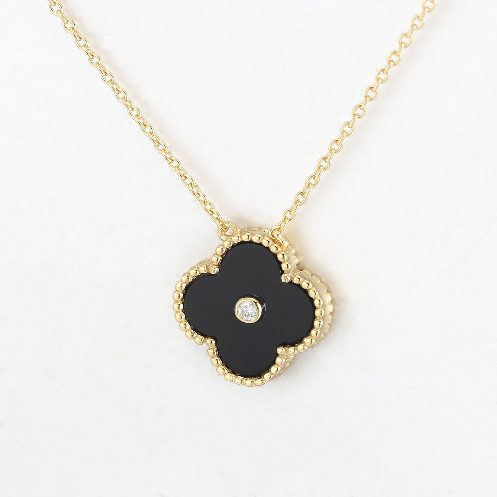 Floral Onyx Pendant in Yellow Gold