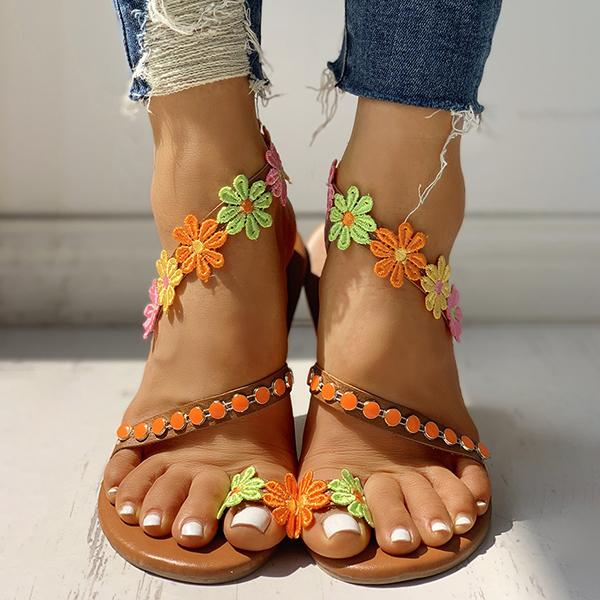 Thishoes Flower Embellished Toe Ring Flat Sandals