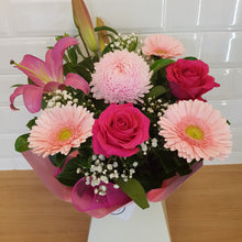 Load image into Gallery viewer, Pink and white seasonal box arrangement - Gold Coast City Florist