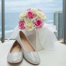 Load image into Gallery viewer, Rose and Babies breath bouquet - Gold Coast City Florist