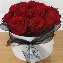 Load image into Gallery viewer, 18 rose Hat Box - Gold Coast City Florist