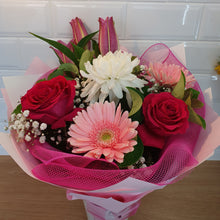 Load image into Gallery viewer, Pink and White Mixed seasonal bouquet - Gold Coast City Florist