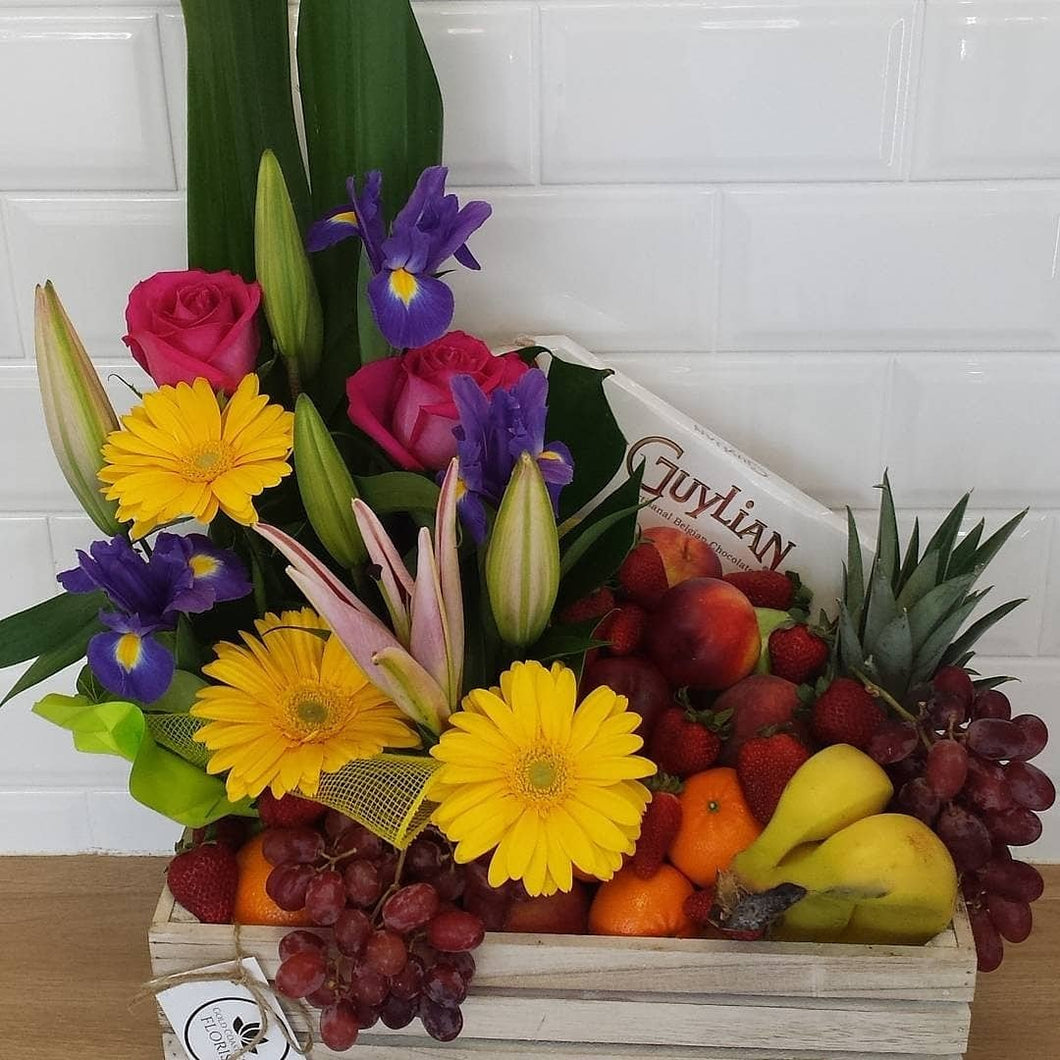 Premium Fresh flowers, seasonal Fruit and Chocolates - Gold Coast City Florist