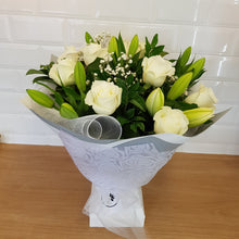 Load image into Gallery viewer, Modvase (temporary Cardboard vase) - Gold Coast City Florist