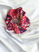 Load image into Gallery viewer, Mellisa scrunchie in floral check