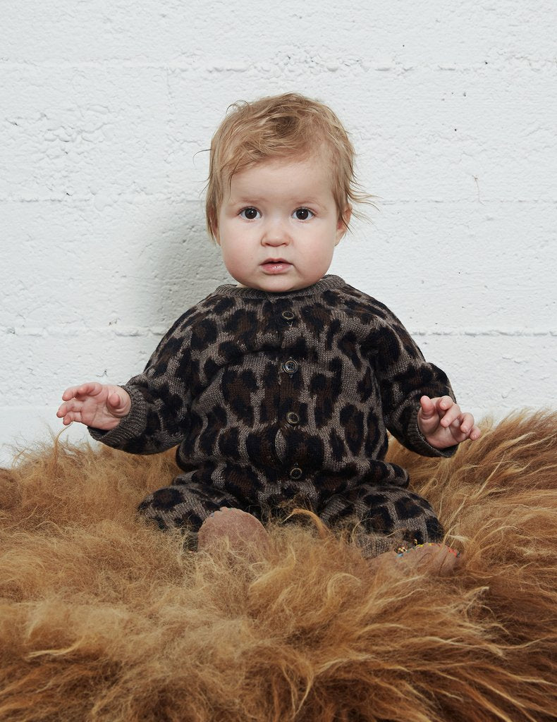 Warm and cozy baby jumpsuit, Icelandic design. Knitted of super soft 100% merino wool.
