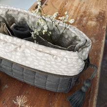 Indlæs billede til gallerivisning Aviaya Toiletry Bag - Four Leaf Clover