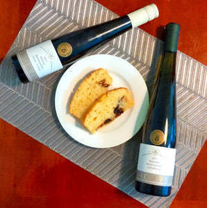I baked a yogurt and chocolate chip cake to enjoy with these wonderful dessert wines from Möwes.