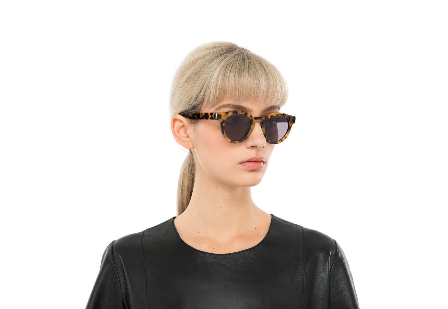 Soelae round sunglasses in transparent purple