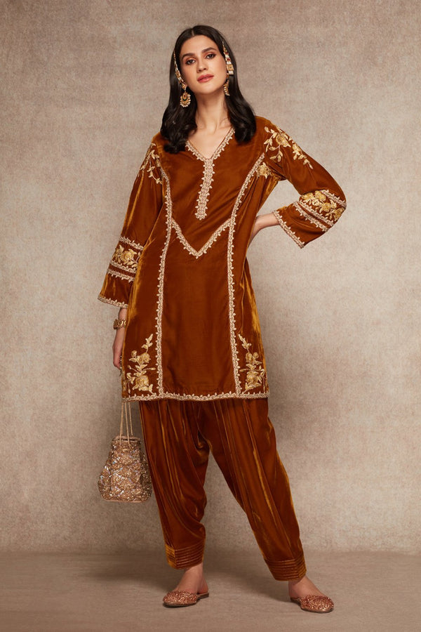 Honey Gold Kurta And Salwar Set - ajieshoberoi
