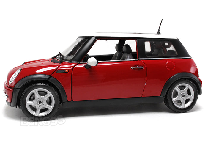 2003 Mini Cooper 1:18 Scale - Maisto Diecast Model Car (Red)
