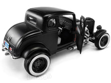 "Load image into Gallery viewer, 1932 Ford Coupe ""Hot Rod - Platinum Collection"" 1:18 Scale - MotorMax Diecast Model (Matt Black)"