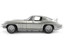 Load image into Gallery viewer, 1965 Chevy Corvette Stingray 1:18 Scale - Maisto Diecast Model Car (Silver)