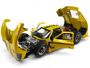 1967 Ford GT-40 (GT40) Mk IV 1:18 Scale - Shelby Collectables Diecast Model Car (Yellow)