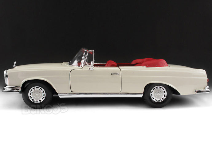1967 Mercedes-Benz 280 SE Cabriolet 1:18 Scale - Maisto Diecast Model (Cream)
