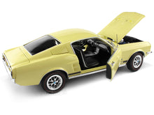 Load image into Gallery viewer, 1967 Ford Mustang GT 2+2 1:18 Scale - AutoWorld Diecast Model Car