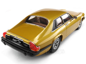 1975 Jaguar XJS Coupe 1:18 Scale - Yatming Diecast Model Car (Gold)