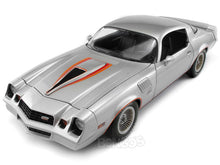 Load image into Gallery viewer, 1978 Chevy Camaro Z/28 1:18 Scale - Greenlight Diecast Model (Silver)