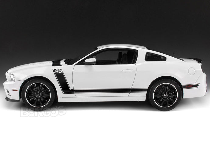 2013 Ford Mustang Boss 302 1:18 Scale - Shelby Collectables Diecast Model Car (White)