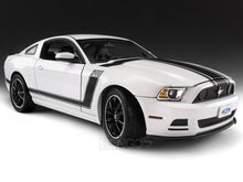 Load image into Gallery viewer, 2013 Ford Mustang Boss 302 1:18 Scale - Shelby Collectables Diecast Model Car (White)