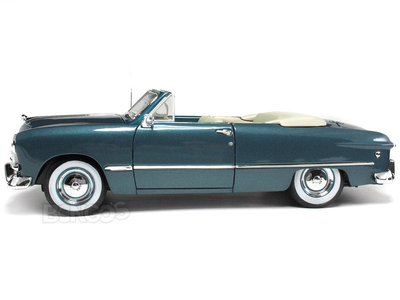 1949 Ford Convertible 1:18 Scale - Maisto Diecast Model Car (Turquoise)
