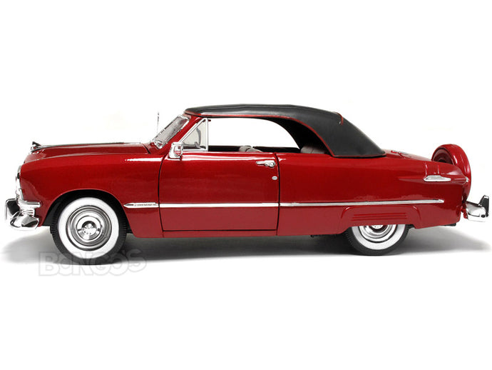 1950 Ford Convertible (Top Up) 1:18 Scale - Maisto Diecast Model Car (Red)