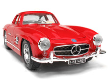 Load image into Gallery viewer, 1954 Mercedes-Benz 300 SL 1:18 Scale - Bburago Diecast Model Car (Red)