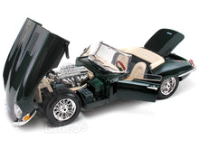 Load image into Gallery viewer, 1961 Jaguar E-Type Roadster 1:18 Scale - Bburago Diecast Model Car (Green)