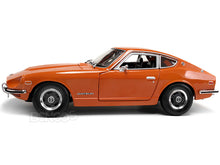 Load image into Gallery viewer, 1971 Datsun 240Z 1:18 Scale - Maisto Diecast Model Car (Orange)