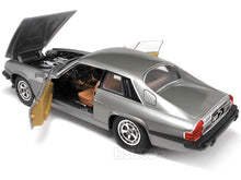 Load image into Gallery viewer, 1975 Jaguar XJS Coupe 1:18 Scale - Yatming Diecast Model Car (Silver)