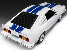 "Load image into Gallery viewer, ""Charlie's Angels - Jill Munroe's"" 1976 Ford Mustang Cobra II w/ Jill Monroe Figure 1:18 Scale - Greenlight Diecast Model"