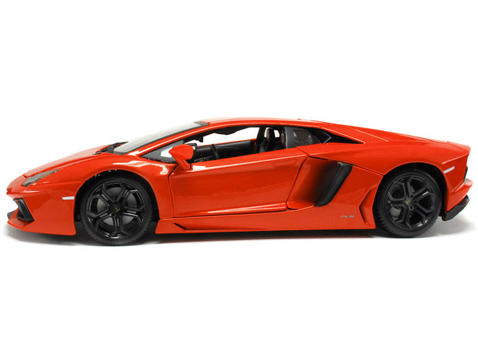 Lamborghini Aventador LP700-4 1:18 Scale - Bburago Diecast Model (Orange)