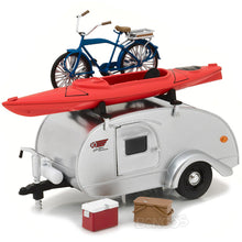 Load image into Gallery viewer, 1947 Tear Drop Trailer Caravan Trailer 1:24 Scale - Greenlight Diecast Model (Silver)