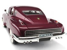 Load image into Gallery viewer, 1948 Tucker Torpedo 1:18 Scale - Yatming Diecast Model Car (Red)