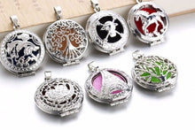 Load image into Gallery viewer, Circles Aroma Diffuser Necklace Open Lockets