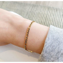 Load image into Gallery viewer, Gold Figaro Bracelet