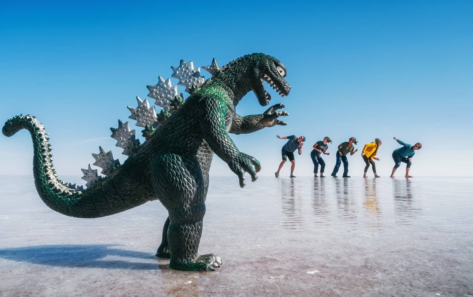 Best Forced Perspective Photography Examples for Photographers — GodZilla — Sunny 16