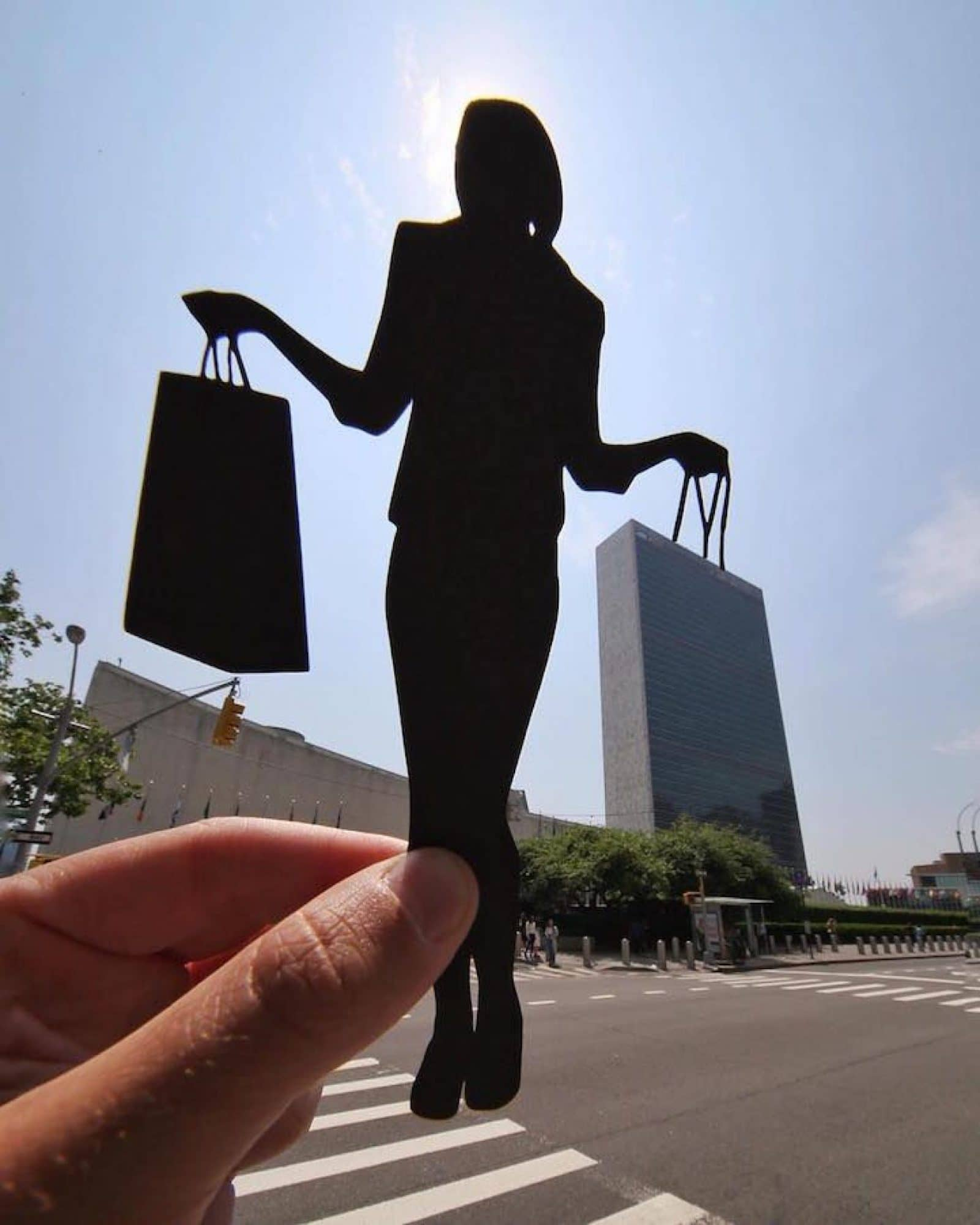 Best Forced Perspective Photography Examples for Photographers — Handbag — Sunny 16