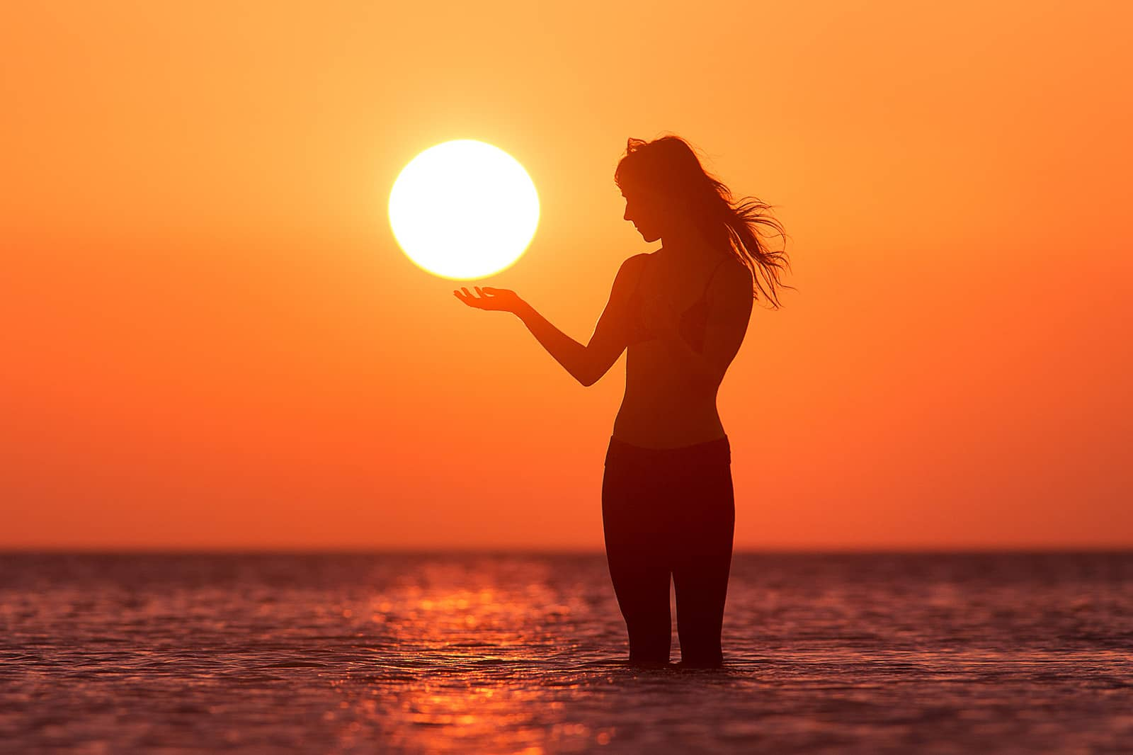Best Forced Perspective Photography Examples for Photographers — Holding Sun — Sunny 16